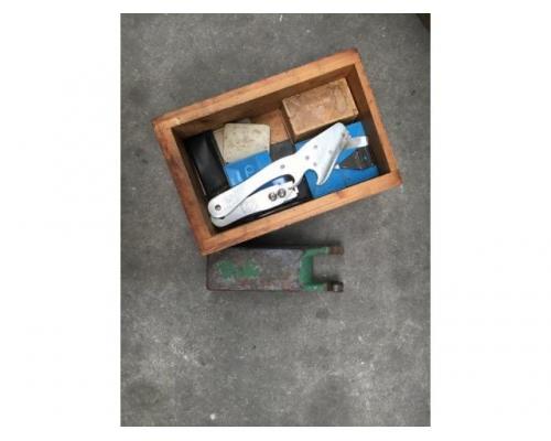 Brehmer 39 3/4-2 halbautomatische Buchblock-Fadenheftmaschine - Bild 7