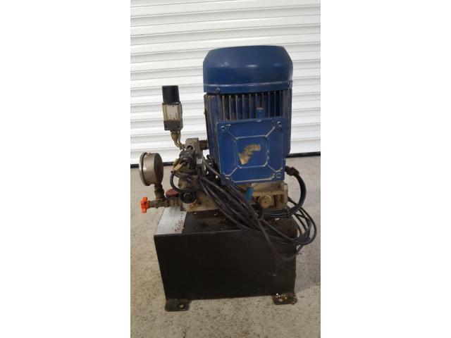 Oleomec Hydraulikaggregat für Werkzeugspannnung, stammt von Fräsmaschine Fidia Digit 318/3 - 2