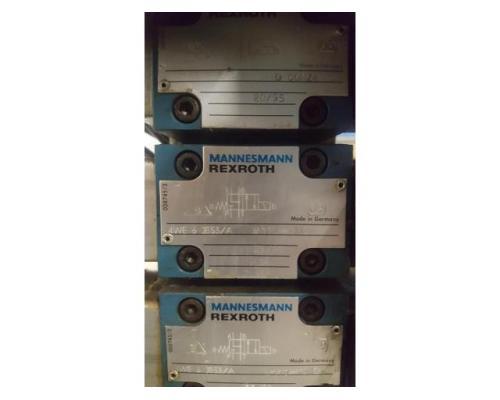Oleomec Hydraulik-Aggregat zum Schwenken des Fräskopfes von Fräsmaschine Fidia Digit 318/3 - Bild 1