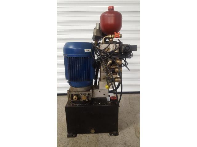 Oleomec Hydraulik-Aggregat zum Schwenken des Fräskopfes von Fräsmaschine Fidia Digit 318/3 - 2