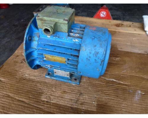 Flanschmotor ZSE Praha 3~ 4AP90S-4 380/220V 1,1KW 1141U - Bild 1