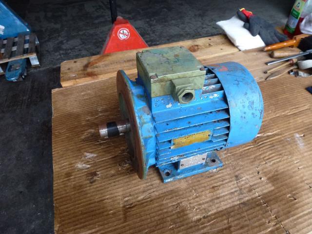 Flanschmotor ZSE Praha 3~ 4AP90S-4 380/220V 1,1KW 1141U - 2