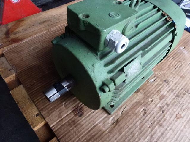 Flanschmotor ZSE Praha 3~ 4AP90S-4 380/220V 1,1KW 1141U - 6