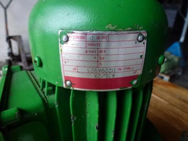 Flanschmotor ZSE Praha 3~ 4AP90S-4 380/220V 1,1KW 1141U - 9