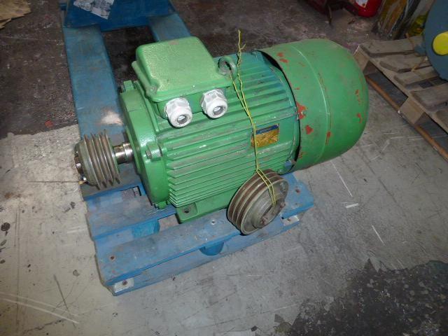 Flanschmotor ZSE Praha 3~ 4AP90S-4 380/220V 1,1KW 1141U - 12