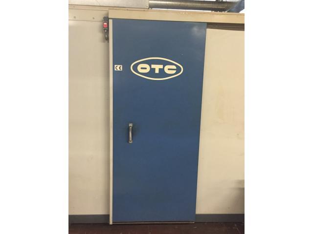 Schweißroboterzelle OTC - 8