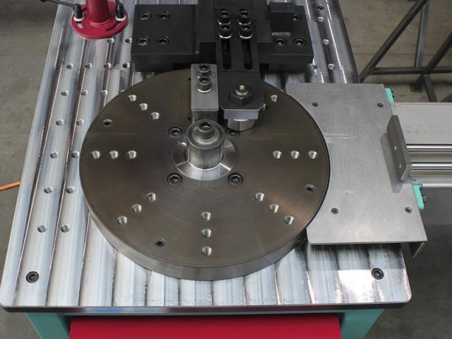 Radiale Biegemaschine 10'000 CNC - 2